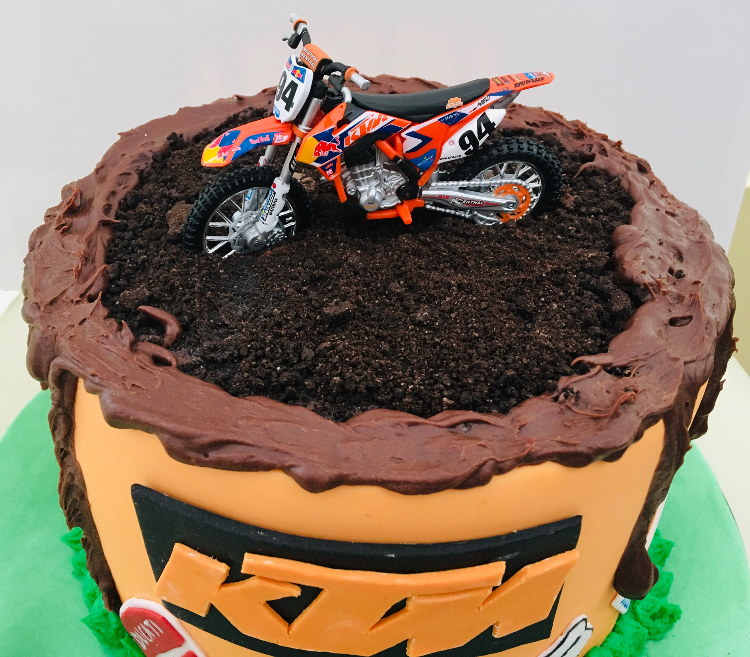 Who Wants To See A Dirt Bike Cake Baking For Therapy